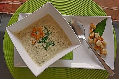 Bärlauch - Sahnesuppe mit Croutons