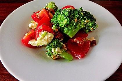 Brokkolisalat mit gerösteten Haselnüssen 0