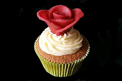 Marzipan Cupcakes 0