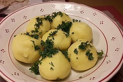 Einfache Kartoffelknödel nach Omas Rezept 8