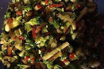 Brokkolisalat 9