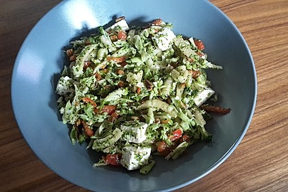 Brokkolisalat 12