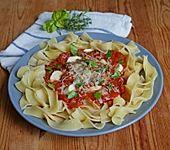 Nudeln mit Tomate - Mozzarella Soße