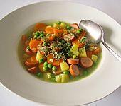 Gemüsesuppe mit Würstchen