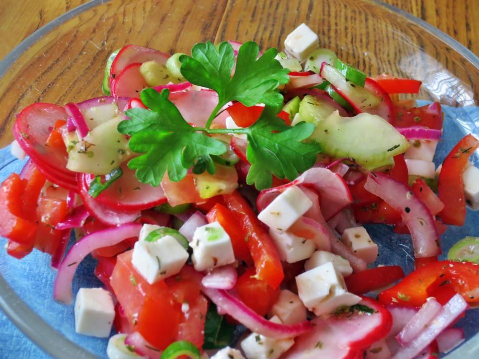 gurken tomaten radieschen salat rezept mit bild. Black Bedroom Furniture Sets. Home Design Ideas
