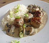 Reispfanne mit Champignons und grober Bratwurst