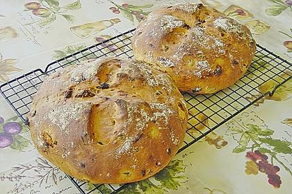 Brot mit Oliven und getrockneten Tomaten 8