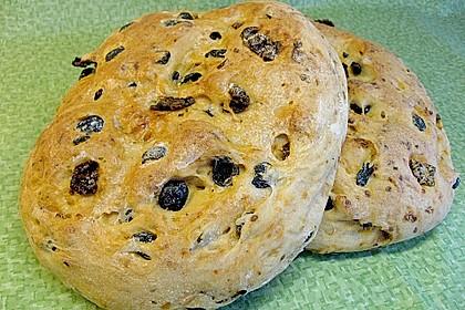 Brot mit Oliven und getrockneten Tomaten 11