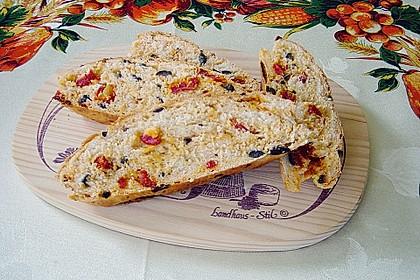 Brot mit Oliven und getrockneten Tomaten 1