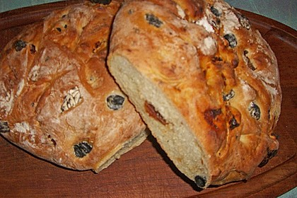 Brot mit Oliven und getrockneten Tomaten 30