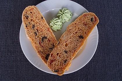Brot mit Oliven und getrockneten Tomaten 13