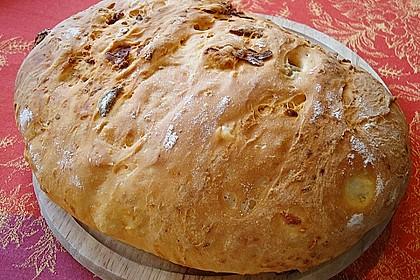 Brot mit Oliven und getrockneten Tomaten 9