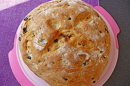 Brot mit Oliven und getrockneten Tomaten 2