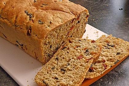 Brot mit Oliven und getrockneten Tomaten 16