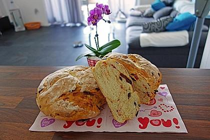 Brot mit Oliven und getrockneten Tomaten 12