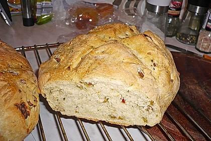 Brot mit Oliven und getrockneten Tomaten 24