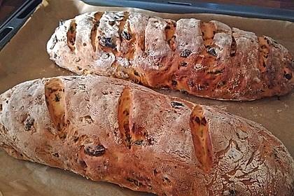Brot mit Oliven und getrockneten Tomaten 6