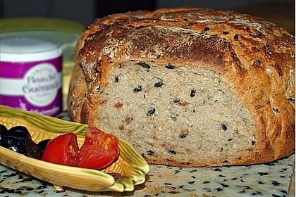 Brot mit Oliven und getrockneten Tomaten 7