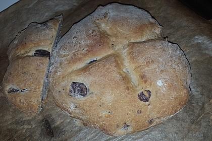 Brot mit Oliven und getrockneten Tomaten 28