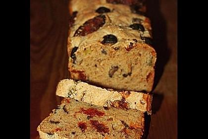 Brot mit Oliven und getrockneten Tomaten 3