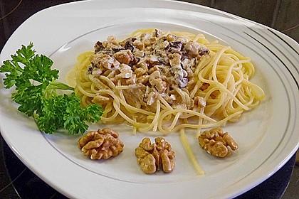 Spaghetti mit Walnuss-Käse Sauce