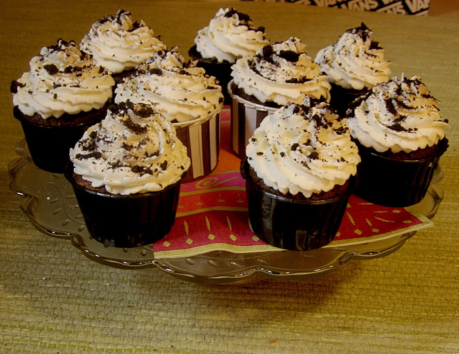oreo cupcakes von bakingthelaw. Black Bedroom Furniture Sets. Home Design Ideas