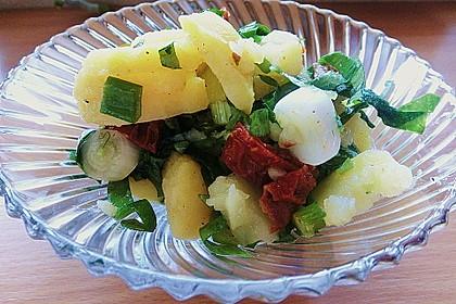 Kartoffelsalat mit Bärlauch und getrockneten Tomaten 7
