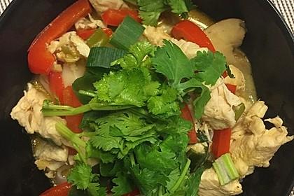 Pikante Thai Suppe mit Kokos und Hühnchen 35