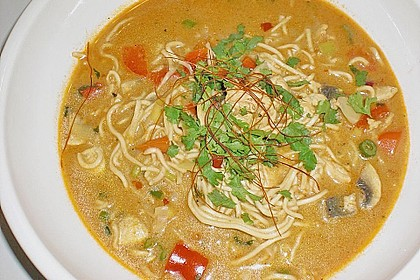 Pikante Thai Suppe mit Kokos und Hühnchen 21
