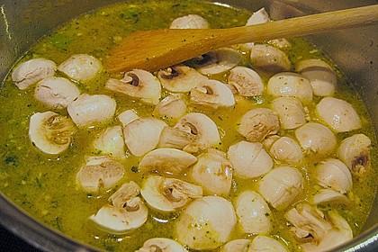Pikante Thai Suppe mit Kokos und Hühnchen 45