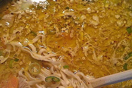 Pikante Thai Suppe mit Kokos und Hühnchen 72
