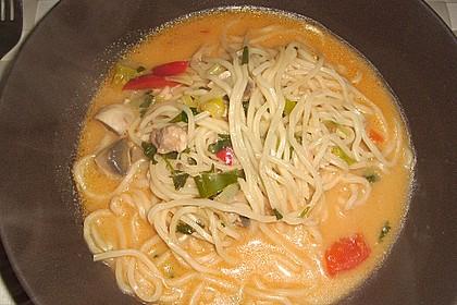 Pikante Thai Suppe mit Kokos und Hühnchen 39