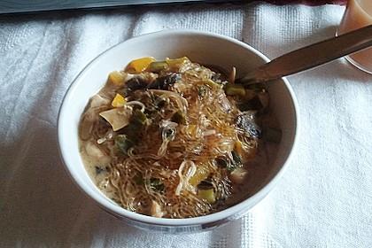 Pikante Thai Suppe mit Kokos und Hühnchen 78