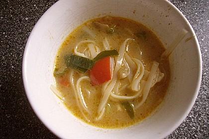 Pikante Thai Suppe mit Kokos und Hühnchen 74