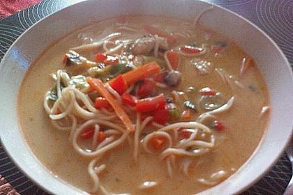 Pikante Thai Suppe mit Kokos und Hühnchen 77