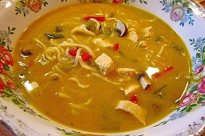 Pikante Thai Suppe mit Kokos und Hühnchen 30