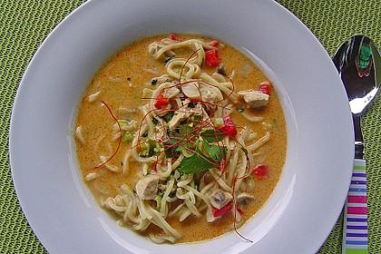 Pikante Thai Suppe mit Kokos und Hühnchen 2