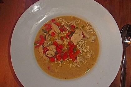 Pikante Thai Suppe mit Kokos und Hühnchen 68