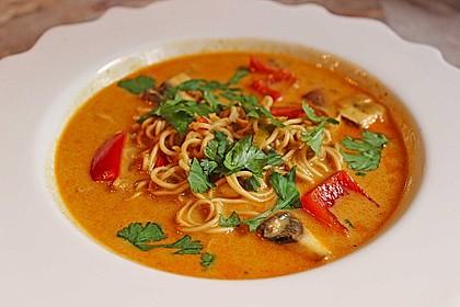 Pikante Thai Suppe mit Kokos und Hühnchen 3