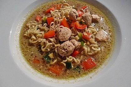 Pikante Thai Suppe mit Kokos und Hühnchen 36