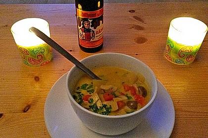Pikante Thai Suppe mit Kokos und Hühnchen 56