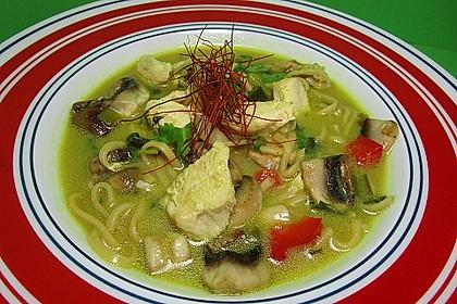 Pikante Thai Suppe mit Kokos und Hühnchen 17