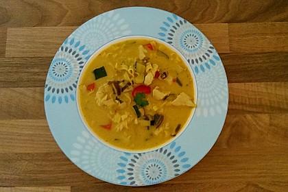 Pikante Thai Suppe mit Kokos und Hühnchen 46