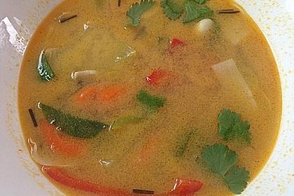 Pikante Thai Suppe mit Kokos und Hühnchen 67