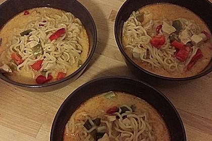 Pikante Thai Suppe mit Kokos und Hühnchen 62