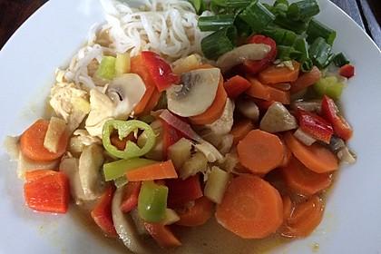 Pikante Thai Suppe mit Kokos und Hühnchen 63