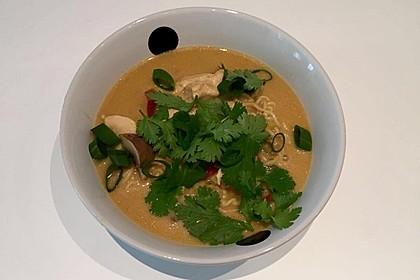 Pikante Thai Suppe mit Kokos und Hühnchen 32