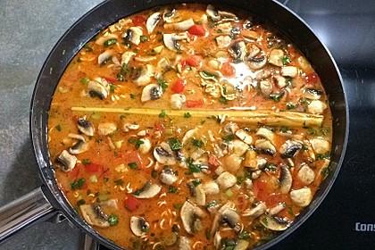 Pikante Thai Suppe mit Kokos und Hühnchen 29