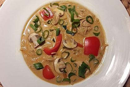 Pikante Thai Suppe mit Kokos und Hühnchen 13