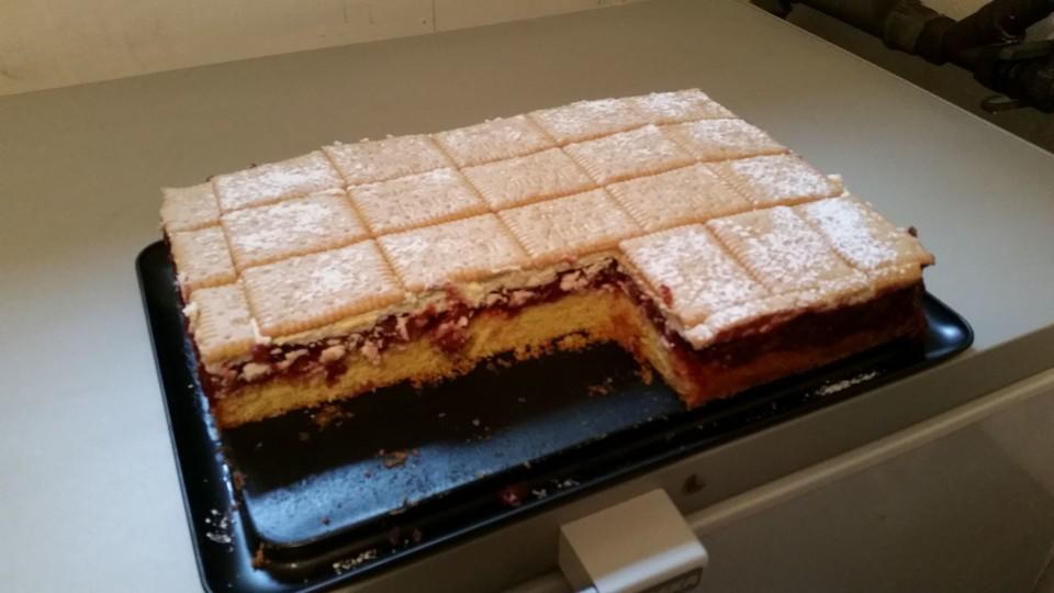 kirsch keks kuchen rezept mit bild von biggiblue. Black Bedroom Furniture Sets. Home Design Ideas